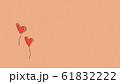 クラフト素材に描かれたハートのイラスト 61832222