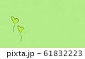 クラフト素材に描かれたハートのイラスト 61832223