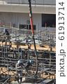 新築マンション コンクリート打設作業風景 61913714