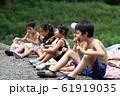 夏を楽しむ子どもたち 61919035