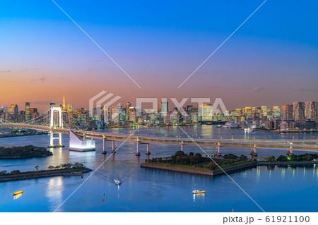 はちたまから見るレインボーブリッジのマジックアワー 【東京都】 61921100