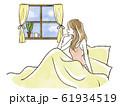 ベッドから窓の外を眺める女性-笑顔 61934519