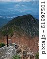 甲斐駒ヶ岳・黒戸尾根から見る黒戸山と北杜市の町並み 61997501