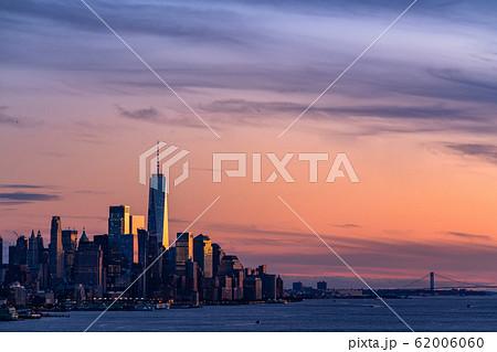 《ニューヨーク》マンハッタンの夜景・ワールドトレードセンター《ハルミトンパークより》 62006060
