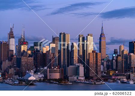 《ニューヨーク》マンハッタンの夜景・ハルミトンパークより 62006522