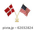 二つの国の卓上国旗 62032824
