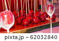 縁日の定番「りんご飴」 62032840