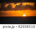 夕日 夕焼け ワイキキ perming 写真素材 62036510