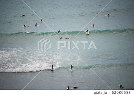 ワイキキビーチ マリンスポーツ perming  写真素材 62036658
