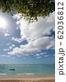 ワイキキビーチ 砂浜と青い海 perming 写真素材 62036812