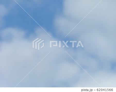 2月の青い空と白い雲 62041566