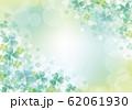シロツメクサ:シロツメクサ 春 春の花 草原 自然 花 4月 群生 晴天 青空 満開 62061930
