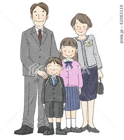 入学式 家族 男の子(両親、姉) 62063110