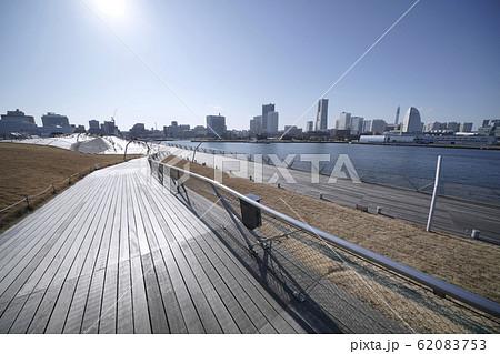 日本の横浜都市景観 大さん橋は観光客が少なく人影もまばら…(新型コロナウイルス集団感染)=5日午後 62083753