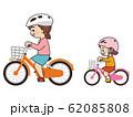 自転車に乗っている親子 サイクリング 62085808