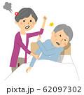 殴られる高齢者 老老介護 62097302