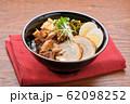 チャーシュー丼。豚の焼豚(叉焼)、ご飯、に高菜漬け、シナチク、ブロッコリースプラウト、味付け玉子。 62098252