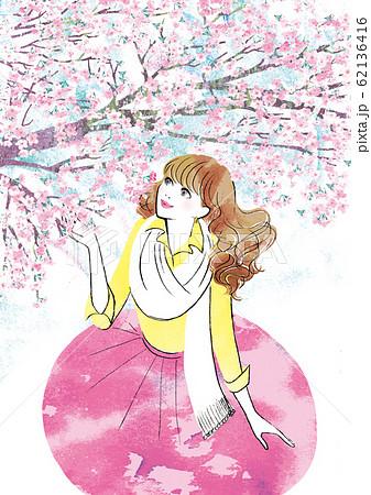 桜を見上げる女性 62136416