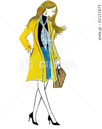 トレンチコートを着た女性 62155875