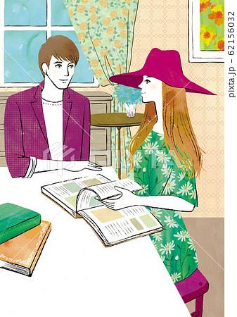 部屋で本を読む男女 62156032
