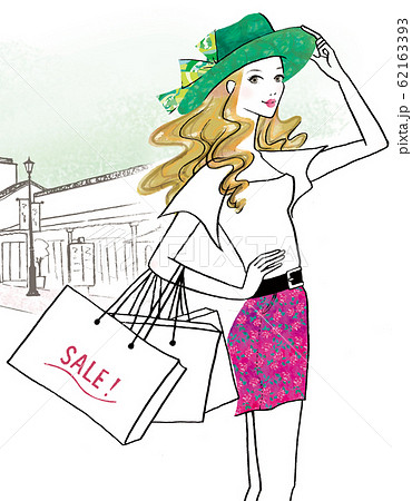 ショッピングモールのセールに出かけた女性 62163393