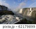 ブラジル側のイグアスの滝と虹(1) 62179899