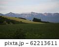 麦畑と十勝岳連峰 62213611