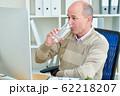 Businessman drinking water 62218207