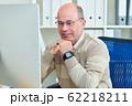 Businessman checking e-mails 62218211