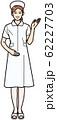 手をかざして案内する看護師 62227703