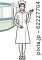 手をかざして案内する看護師 62227704