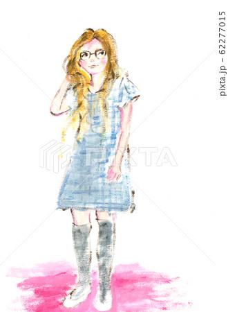 眼鏡をかけた女の子 62277015