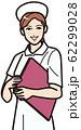 ファイルを持つ笑顔の看護師 62299028