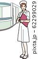 ファイルを持つ笑顔の看護師 62299029