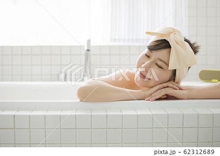 女性入浴イメージ バスタイム 62312689