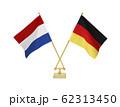 二つの国の卓上国旗 62313450