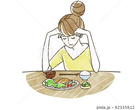 悩む女性-食欲不振 62335612