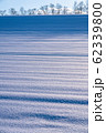 《北海道》冬の美瑛・ストライプ模様の雪原の丘 62339800