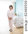 シニア女性と個室 62460509