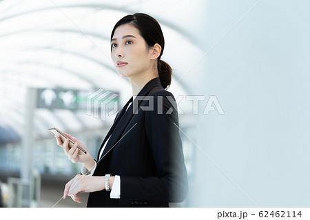 女性 ビジネス 待ち合わせ 62462114