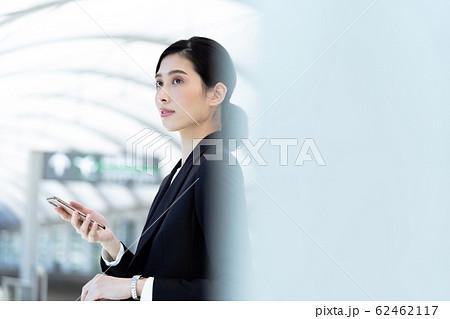 女性 ビジネス 待ち合わせ 62462117