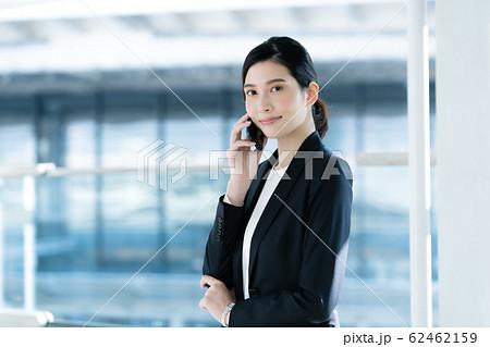 女性 ビジネス 通話 62462159