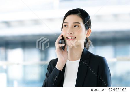 女性 ビジネス 通話 62462162