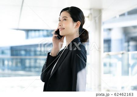 女性 ビジネス 通話 62462163
