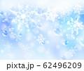 雪の結晶_淡いブルー背景 62496209