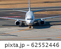 タキシング中の飛行機 62552446