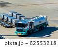 給油するサービサー 62553218