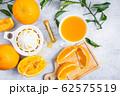 Freshly squeezed orange juice and citrus fruits 62575519