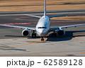 タキシング中の飛行機 62589128