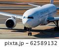 タキシング中の飛行機 62589132